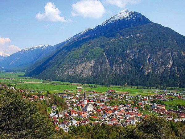 Imst - Goldener Oktober in Tirol Image