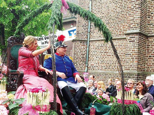 Spargeldorf Walbeck mit Festumzug und Handwerkermarkt Image