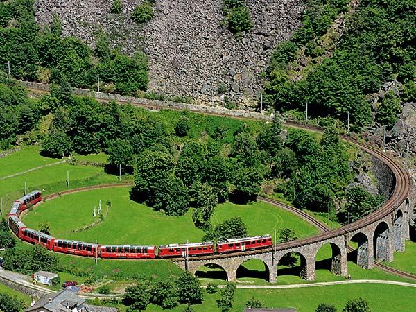 Bernina & Glacier Express – Schweizer Alpenpanorama Image